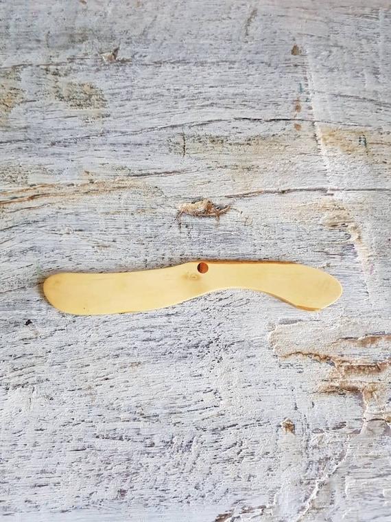 Couteaux à beurre en bois, pour le fromage à pâte molle. Spatule plate en bois buis, réalisée a la main.