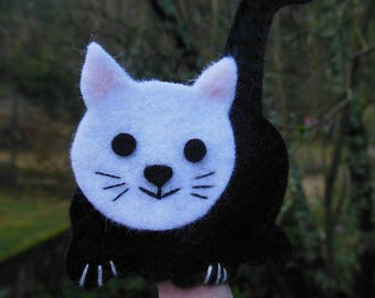 Finger puppets: the cat who smiles.
