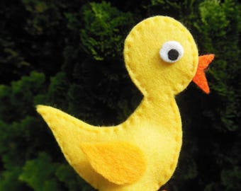 Finger puppets: chick in the farmyard