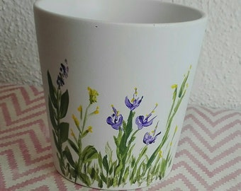 Decorated and varnished flowerpot
