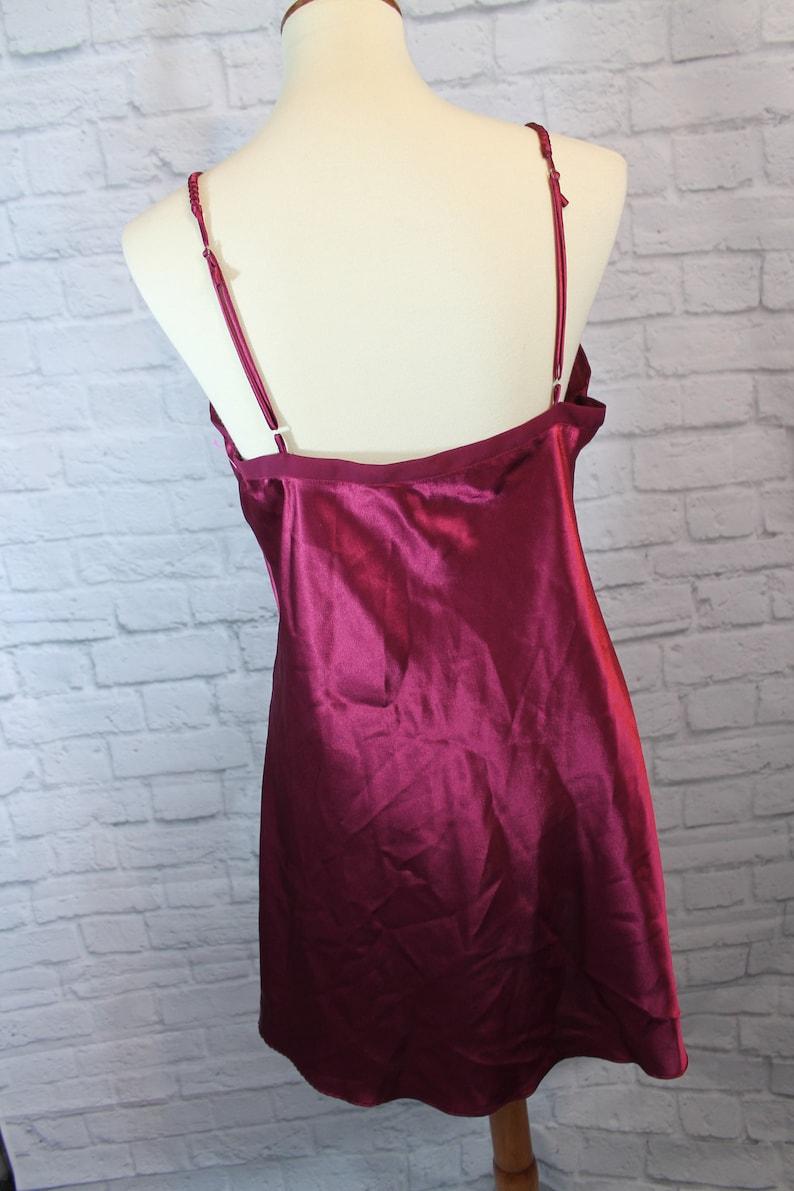 chemise red gold label 80s lace Lingerie size medium chemise retro polyester Victoria/'s Secret nightie Silky maroon n\u00e9glig\u00e9e