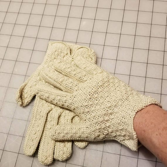 Knit gloves size 7+ hand knit 30s, 40s Womens