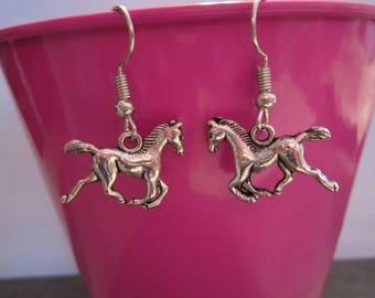 Foal trot earring