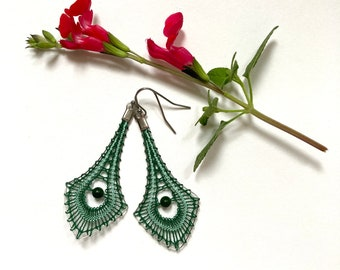 Diamond-shaped earrings in spindle lace, lace jewelry, designer jewelry, handmade lace
