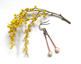 Cotton and resin beaded earrings, minimalist earrings, lace earrings with spindles, poetic jewel