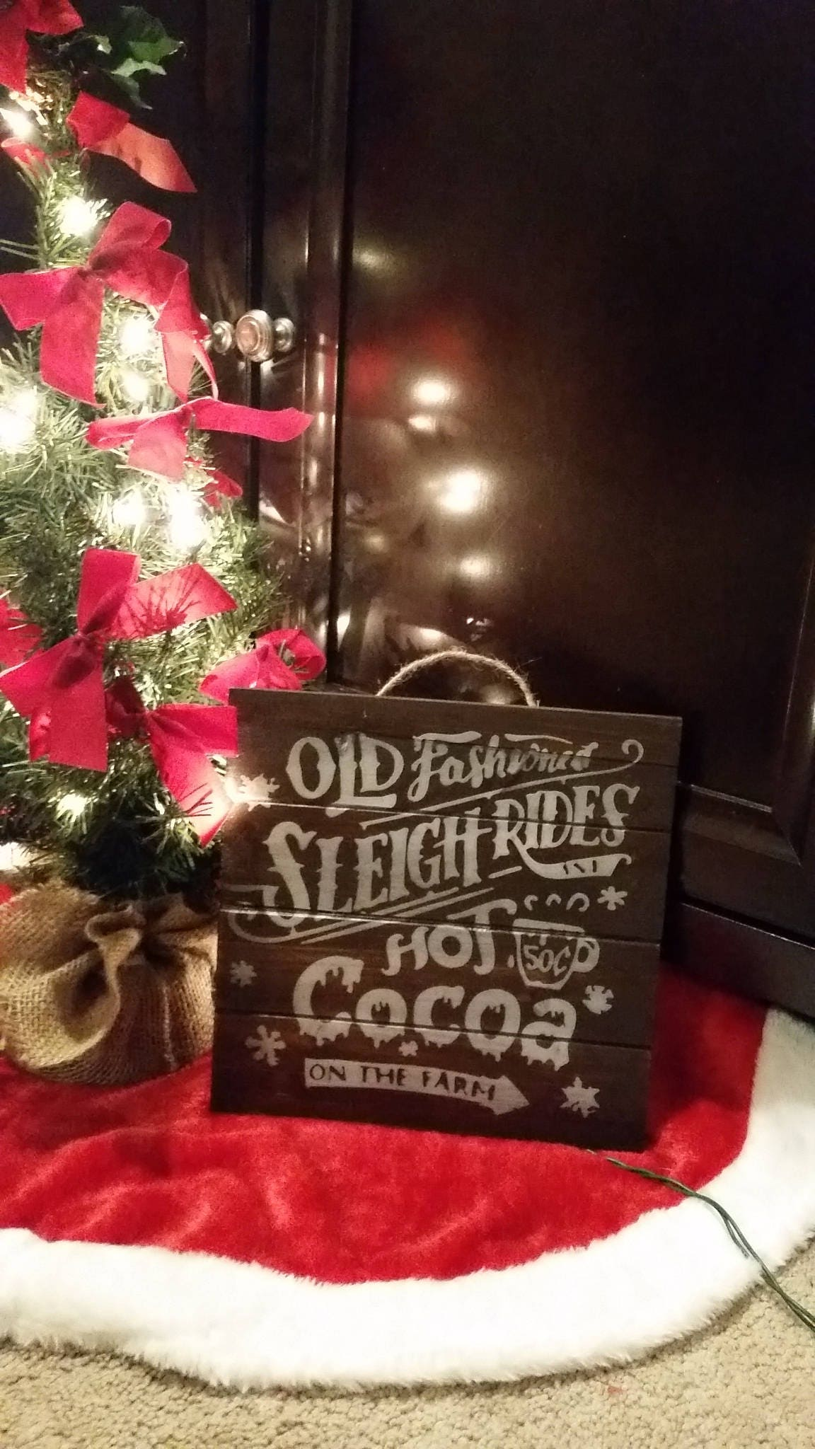Christmas farm sign old fashioned sleigh rides hot cocoa