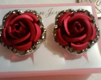 Beautiful designer style Rose earrings. Antique red. c style rose.