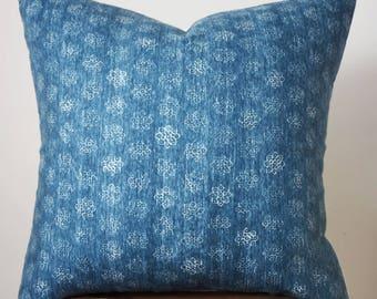 "22"" x 22"" Blue Flower Print Pillow Cover"