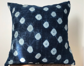 """18"""" x 18"""" Blue Dotted Pattern Indigo Pillow Cover"""