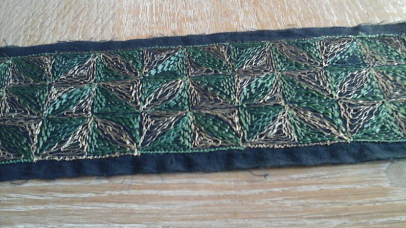 7cm flat galon of wide art deco by its geometric designs an 8 cm black canvas embroidered with green silk and gold metal wire