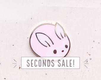 SECONDS SALE Bunny Bun Needle Minder