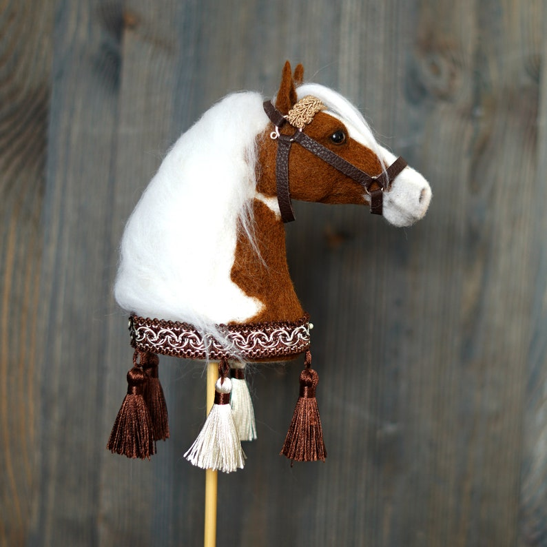 Pinto Horse head on a bamboo stick for home decoration Collectible Hobby Horse.