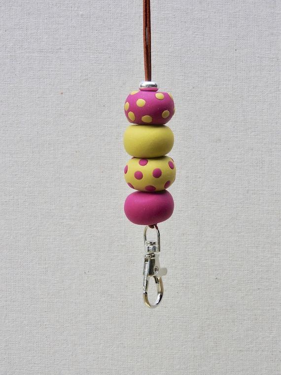 Dotty longe - perles en pâte polymère de cerise et chaux, cordon réglable, pivotant fermoir