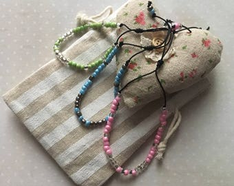 Adjustable bracelet with seed beads