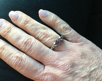 Ring in stainless steel elastic and semi-precious amethyst bead