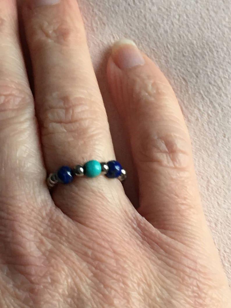 \u00e9lastique en acier inoxydable et perles semi-pr\u00e9cieuse en Lapis Lazuli et Howlite turquoise Bague HAGI