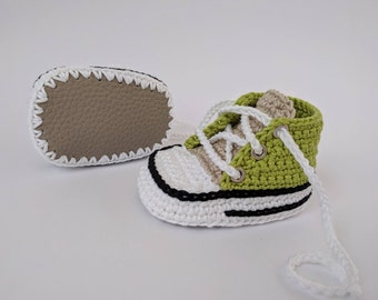 Personalized newborn gift, Green baby boy shoes, Unique baby gift, Crochet baby shoes, Green baby booties, Baby Sneakers, Crochet sneakers