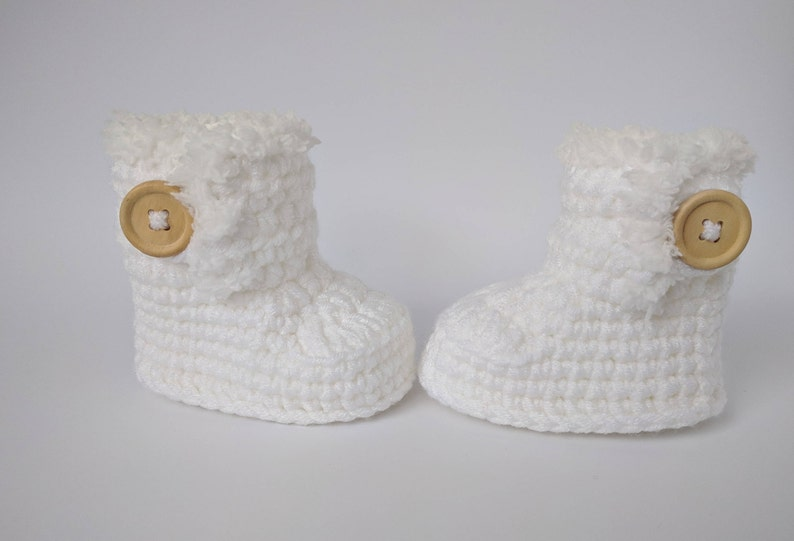 e1bb0090661 White crochet booties, Baby uggs, Baptism outfit, Baby boots, Baby shower  gift, Warm baby shoes, Winter boots, Gender neutral shoes