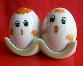Salt and pepper shakers decorated with quot 2 chicks quot , service in Limoges porcelain hand painted, table service, egg tray
