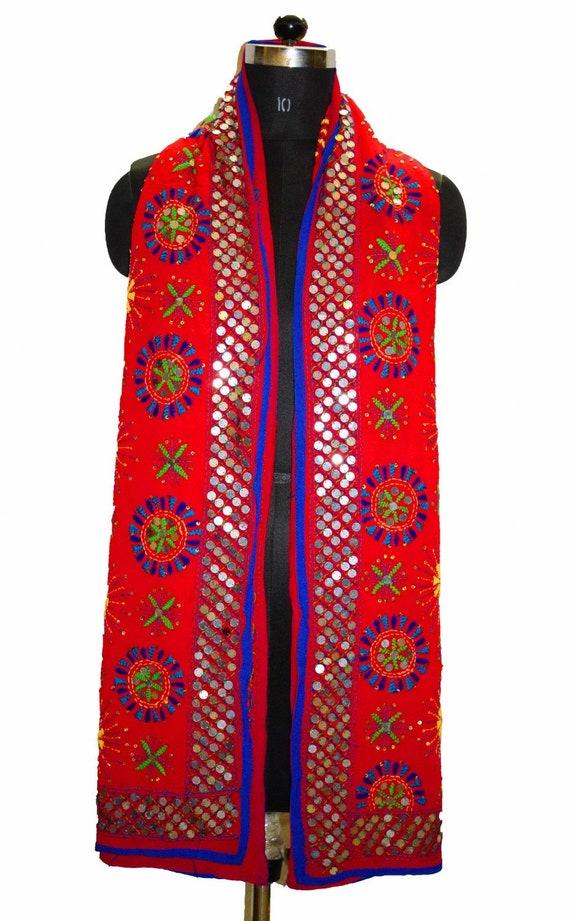 68642a4c25c8 Vintage Punjab indien étole couleur rouge chaude écharpe Long   Etsy