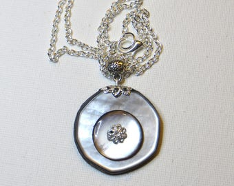 Pendant Necklace in vintage - #1125 Pearl buttons