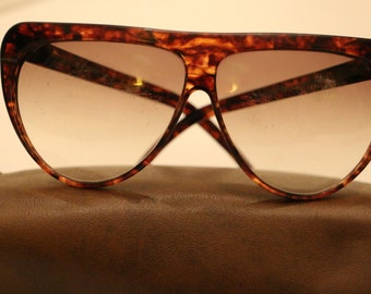 4d09bfbf9d9 Vintage Laura Biagiotti Sunglasses Tortoise Frames Made in Italy