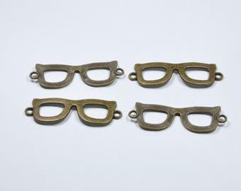 57273c202a6ce2 BR323 - Lot de 4 breloques lunettes en métal couleur bronze