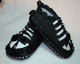 Smiley Shoes, Size 9-12 months