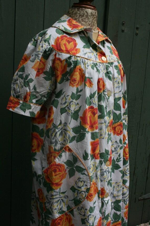 1950s orange rose print cotton house coat, vintag… - image 4