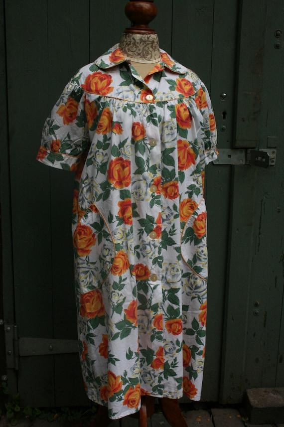1950s orange rose print cotton house coat, vintag… - image 2