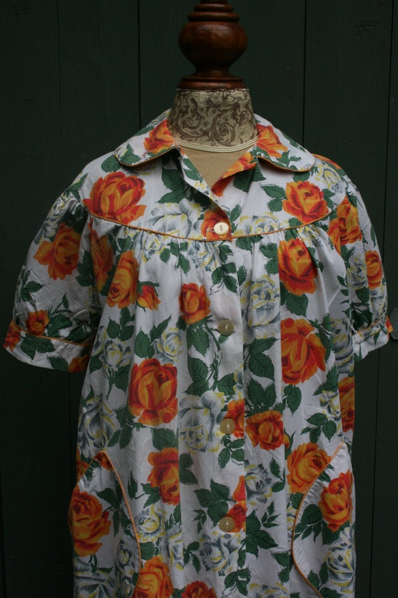 1950s orange rose print cotton house coat, vintag… - image 3