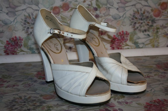 1970s white platform shoes, vintage size 5 open to