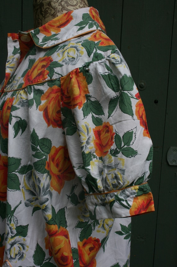 1950s orange rose print cotton house coat, vintag… - image 7