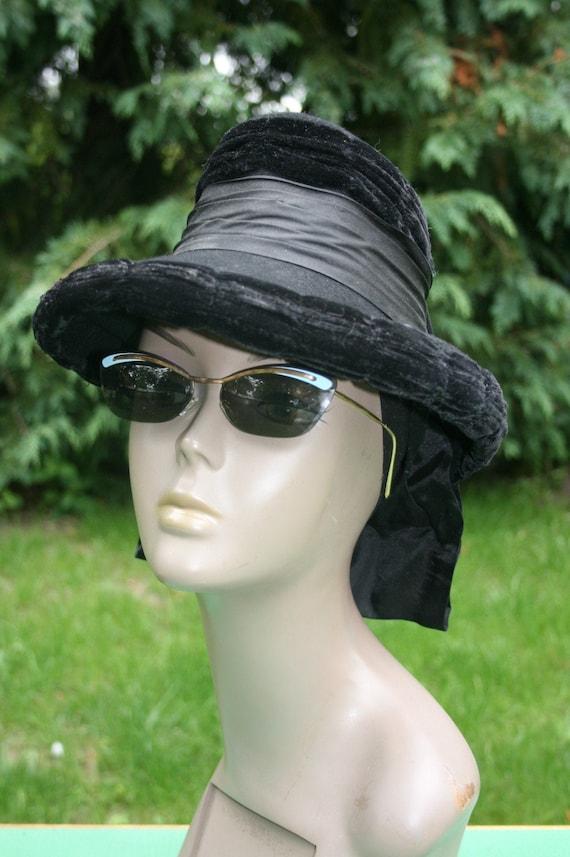 Vintage 1940s ladies top hat/ black velvet riding