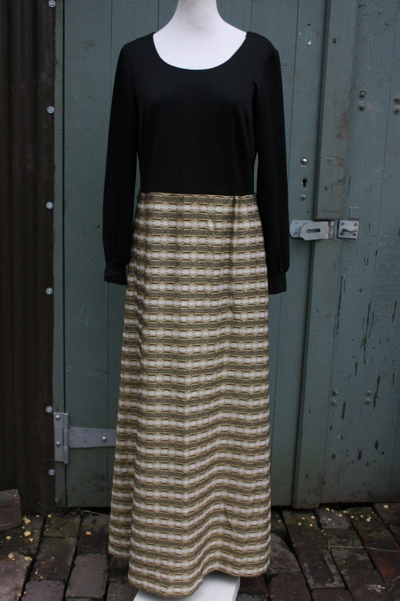 Vintage 70s maxi dress, size 14 black/ gold Eastex