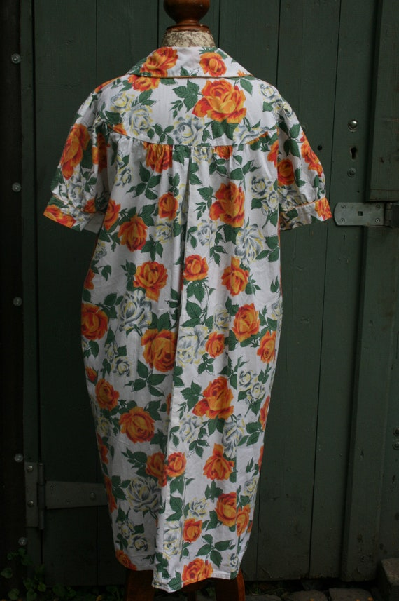 1950s orange rose print cotton house coat, vintag… - image 10