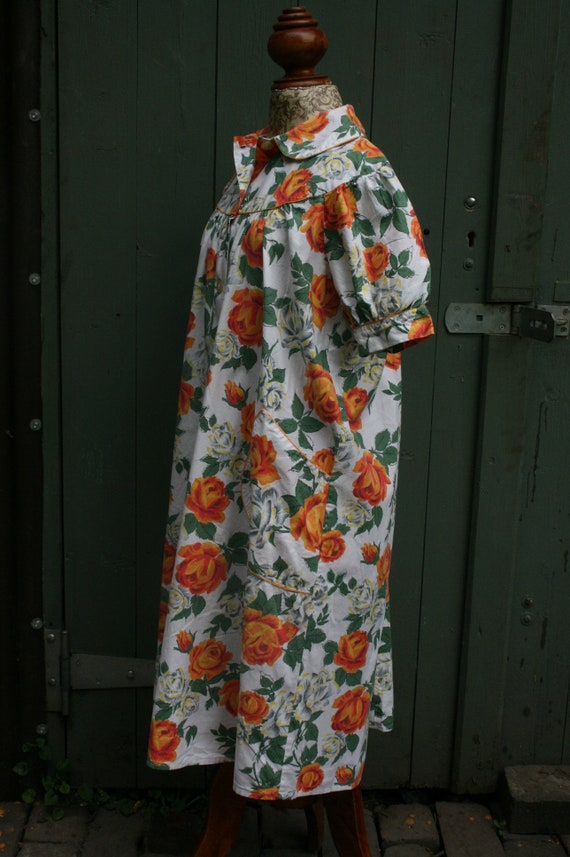 1950s orange rose print cotton house coat, vintag… - image 6