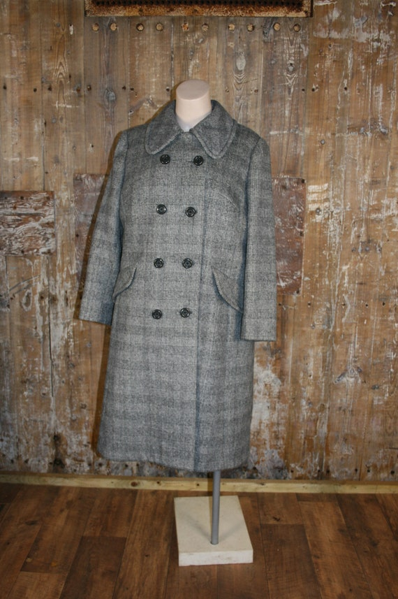 Plus size vintage 70s coat, size 20 UK grey check