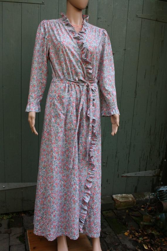 Vintage floral cotton housecoat/ robe/ dressing go