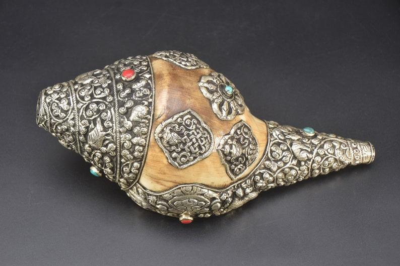 Eight Auspicious Symbols Carved Ancient Tibet Buddhist Religious Conch  Shell Sankha Bajra Sankh Vintage Sankh