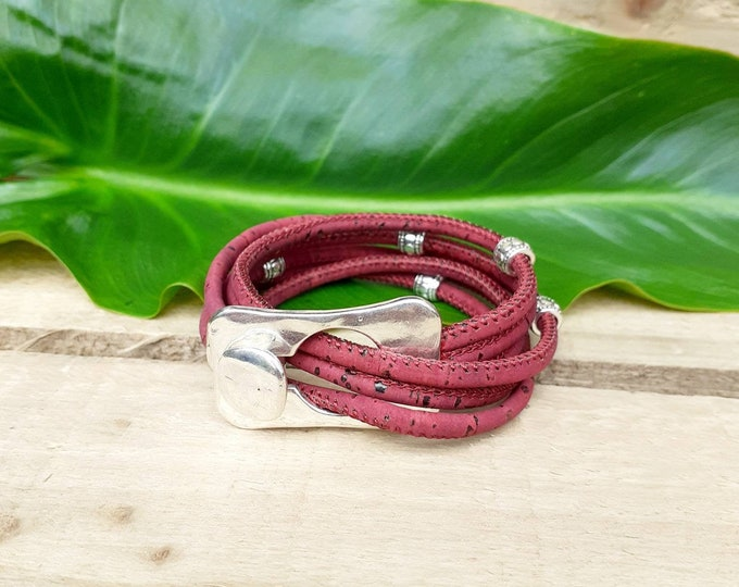 Red wrap bracelet cork with rectangular buckle