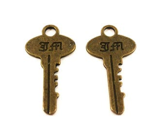 Set of 2 charms key with engraved letters (Ref.65)