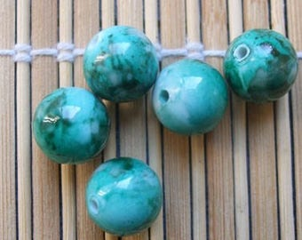 5 plastic painted 14 mm beads