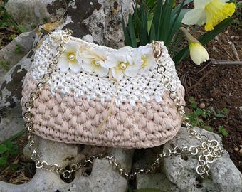 Ribbon and raffia crochet bag with flowers