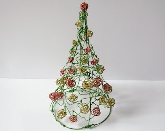 Mini Christmas tree with hand made wire