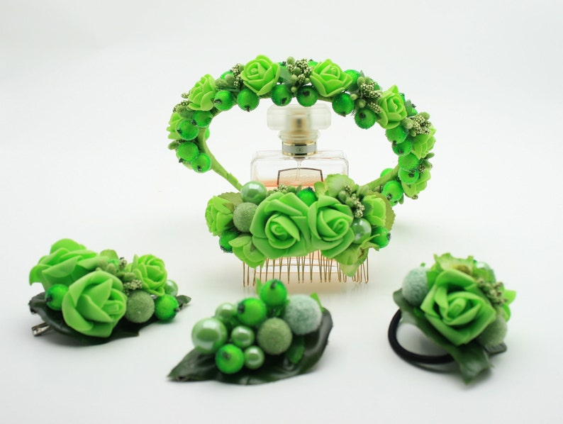Green berry hair crown Greenery crown Green hair piece Shamrock headband Green headband Berry halo crown Spring crown Flower hair crown