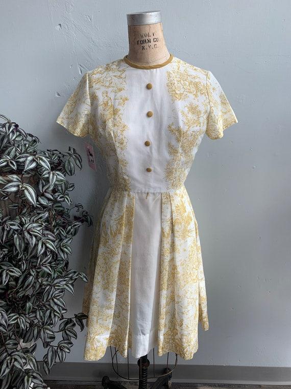 1950s 1960s White & Gold Toile Print Dress