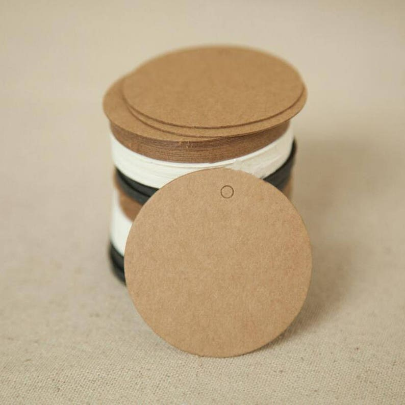 112cc0f6bfb8 100Pcs DIY Round Head Label Luggage Kraft Paper Tags Brown Wedding Note  Blank Price Tag Hang Tag Kraft Gift 5x5cm