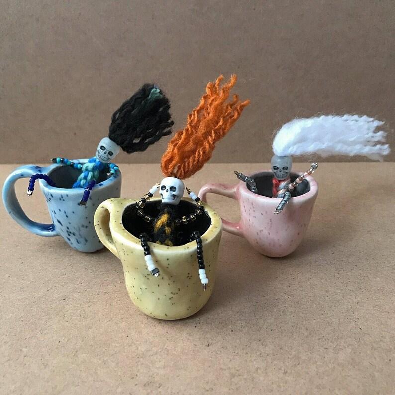 Pincée Café SkelliesCrochet Miniature Squelette Une Amateur Dans Li L Tasse ' Pot De Petit Y67bgyvf