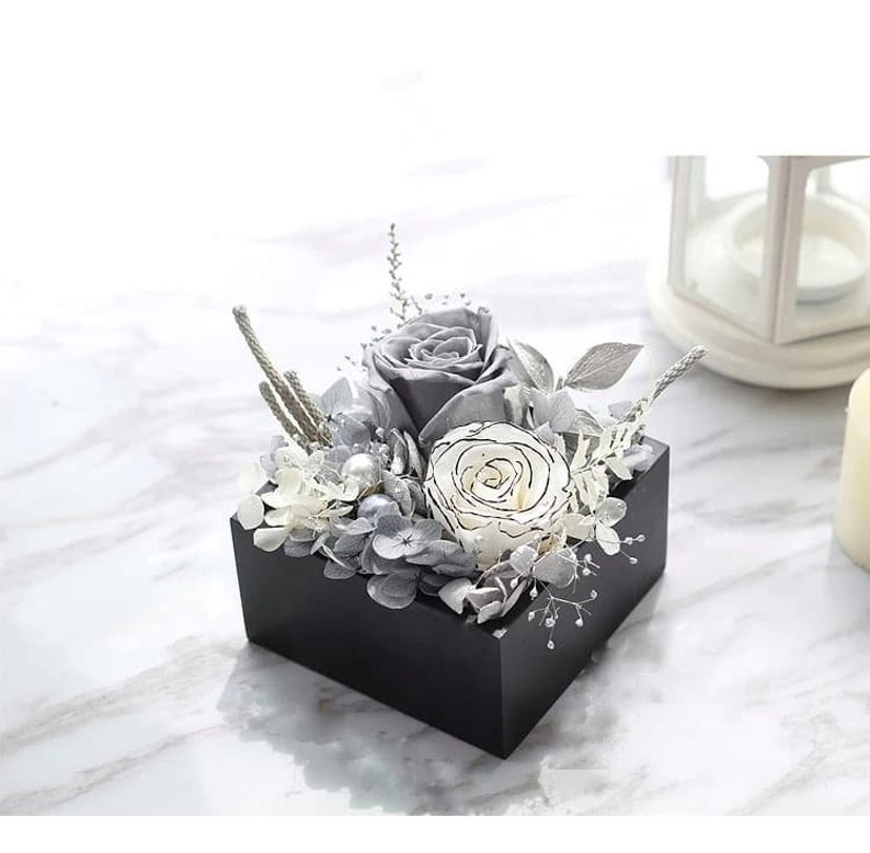 Preserved Flower Black Wooden Square Box with Grey and Zebra Rose Preserved Rose Table decoration